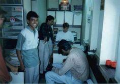 Kenneth hjælper vores indiske revisor ven. #1994 #indien #rejseminder #backpackerplanet