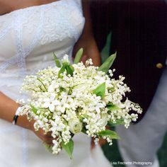 This all-white bouquet would smell amazing.