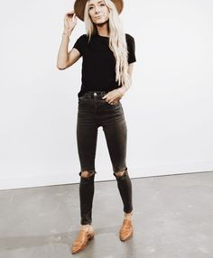 Women Work Outfits Ideas With Black Jeans To Copy - Jeans are a year-round outfit and can be easily worn during those chilly autumn days. Their immense flexibility and incredibly easy customization have. Source by ayayoutfitsdotcom Fashion outfits Look Fashion, Autumn Fashion, Fashion Outfits, Womens Fashion, Fashion Ideas, Fashion Trends, 20s Fashion, Classy Fashion, Petite Fashion