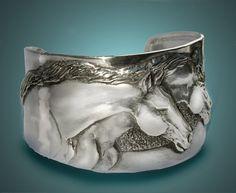 Deux têtes de cheval cuff bracelet