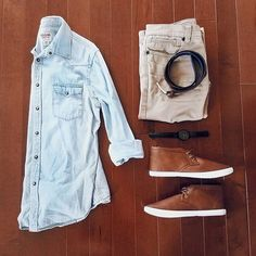 Denim and brown leather: Classic combination.