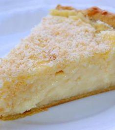 Tarte coco : 1 pâte feuilletée - 1 petit pot de crème fraîche épaisse - 3 œufs - 150 g de sucre - 100 g de coco râpée - 1 c. à c. de levure chimique - 1 sachet de sucre vanillé - 1 c. à c. de rhum