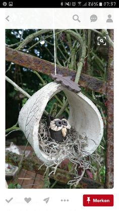 This owl sits nice and cozy in a foliage nest … hanger for the window … - DIY Ceramics Projects, Clay Projects, Clay Crafts, Diy And Crafts, Ceramic Birds, Ceramic Clay, Ceramic Pottery, Kids Clay, Hand Built Pottery