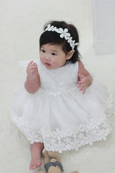 Infant to Baby Christening Dress for girls - Full set J Full Set Includes (3 items listed) -Short Dress -Bonnet -Bloomer (Hair-band not included) Color: White Ivory Size: Please see below Products are all handmade from original PetiteJR boutique only made to order. It is elegant and