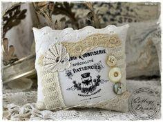 Shabby Lavendelkissen von Cottage Dreams  auf DaWanda.com