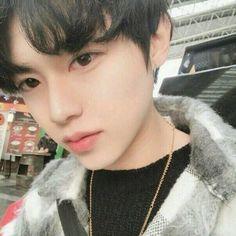 Korean Boys Ulzzang, Cute Korean Boys, Ulzzang Boy, Cute Asian Guys, Asian Boys, Cute Guys, Beautiful Boys, Pretty Boys, Hue