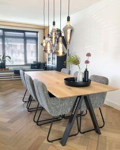 Dagelijks worden de leukste interieurfoto's geüpload via HomeDeco Binnenkijken. Hier kan iedereen de leukste foto's van hun woning delen om zo andere te inspireren. Natuurlijk scrollen wij er ook elke dag even doorheen. Vandaag kwam ik een aantal leuke eetkamers of eethoeken tegen. Deze hebben allemaal weer een andere stijl, maar ze zijn even prachtig. #eetkamer #eethoek #diningroom #diningarea #inspiratie #styling #wonen Living Room Inspiration, Interior Inspiration, Interior Ideas, Dining Area, Dining Table, Dining Room, Earthy Kitchen, Open Plan Kitchen Living Room, Piece A Vivre