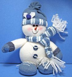 Overall Impression: Another charming small snowman plush with a muted blue color theme. Christmas Clay, Christmas Themes, White Christmas, Christmas Crafts, Cute Snowman, Snowman Crafts, Snowmen Pictures, Beautiful Christmas, Color Themes
