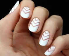 Soft white et beige nails