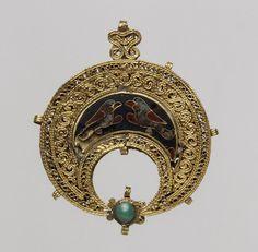Pendant, 11th century; Fatimid  Egypt  Gold, cloisonné enamel