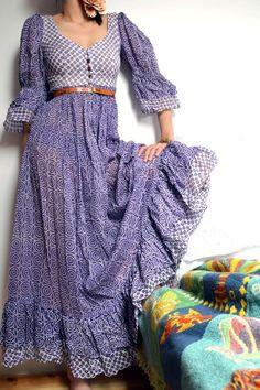 Boho Cotton Gauze sheer purple and white floral print Maxi Dress. Ethnic Festival dress, M. via Etsy. Estilo Hippie Chic, Hippie Style, Bohemian Style, Boho Chic, Girl Style, Boho Fashion, Vintage Fashion, 80s Fashion, Winter Fashion