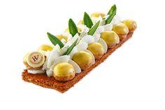 Hugo & Victor...Saint Honoré Citron Vert & Ananas...choux garnis crème légère ananas, ananas rôti et fruit de la passion, chantilly au citron pâte feuilletée...