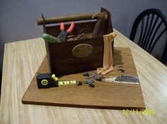 'antique'. All tools made of 50/50 gumpaste/MMF. Saw blade, nuts & bolts