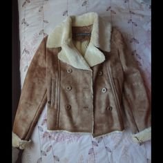 Kenneth Cole Reaction Faux Fur Shearling Coat Open to REASONABLE OFFERS Perfect all around coat that is so soft and luxurious. - Never been worn! - Dry clean - Size L Kenneth Cole Reaction Jackets & Coats
