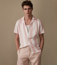 Men S Fashion Advice Product Pastel Outfit, Pink Outfits, Trendy Fashion, Mens Fashion, Fashion Moda, Men Photography, Fashion Photography, Vintage Stil, Mode Style