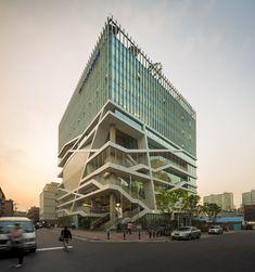 Construído pelo UnSangDong Architects na Seoul,  na data 2012. Imagens do Fernando Guerra | FG+SG. O atual conceito de regeneração urbana é bastante utilizado como uma estratégia para novos empreendimentos urbanos. ...
