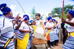 South African Traditional Dresses, African Traditional Wedding, Traditional Wedding Dresses, Traditional Outfits, Xhosa Attire, African Attire, African Dress, African Inspired Fashion, African Print Fashion
