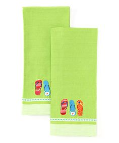 This fabulous set of dish towels is ready to get any pot or pan spic and span while adding a bit of brightness to a well-kept kitchen. Featuring embroidered details and a coastal theme, it's the perfect collection for livening up the cooking space.Includes two dish towels18'' W x 28'' H100% cotton