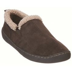 The Cape Union Carson Slipper is a men's slipper with suede uppers and rubber outsoles. It has has furpile inner linings ensuring feet stay warm.