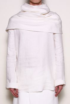 THAMANYAH  HOODED TOP Polo Outfit, Grey Outfit, White Outfits, Minimal Fashion, White Fashion, Fashion Show, Men's Fashion, Social, Minimalism