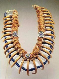 Grizzly bear claw necklace belonging to Iowa tribe chief White Cloud. It is the very necklace from the famous portrait of this American Native chief painted by famous George Catlin in Native American Beauty, Native American Photos, Native American Artifacts, American Indian Art, Native American History, Native American Jewelry, Native American Indians, American Fashion, Native Indian