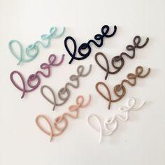 """Mot """"LOVE"""" en fil de fer et tricotin, disponible immédiatement, livraison gratuite!"""