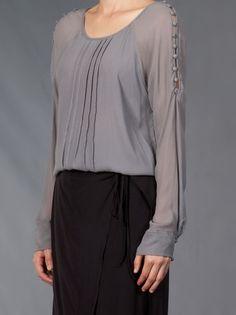 MOMA - Bata cinza. 8 Mais Kurti Sleeves Design, Embellished Dress, Blouse Patterns, Corsage, Fashion Outfits, Womens Fashion, Casual Tops, Shirts, Shirt Blouses