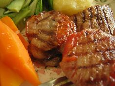 Pekoniin käärityt tomaatit grillissä. Reseptin teki Kotikokki.netin nimimerkki Naija