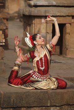 L'India possiede alcuni stili di ballo molto particolari e affascinanti, ricchi di particolari coreografie. Sono spettacoli suggestivi famosi in tutto il m