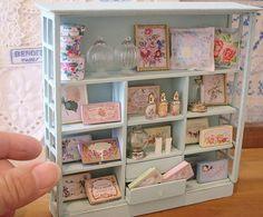 french cabinet なんとなく雰囲気で作った小物たち・・・こんな感じのキャビネットにはこんな感じのもの置いてあるかな〜…みたいな… #handmade#miniature#dollhouse#cabinet#french#antique#savon#flower#perfume#fragrance##shabby#shabbychic#ハンドメイド#ミニチュア#ドールハウス#キャビネット#フレンチ#アンティーク#アンティーク風#花#香水#シャビー#シャビーシック