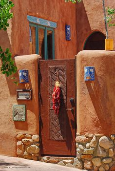 The photogenic city Santa Fe, New Mexico begs to be remembered with beautiful photos. Use this Santa Fe Photos & Photography Guide to capture memorable and…