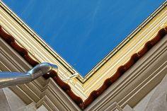 Niebieski narożnik, klasztor oo. dominikanów w Lublinie na Złotej, fot. Monika Czwórnóg #dominikanie #lublin #niebo #konkurs #4poryroku