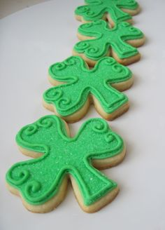 Shamrock Sugar Cookies: Happy (early) St. Patrick's Day Friendlies! | Make Me Cake Me