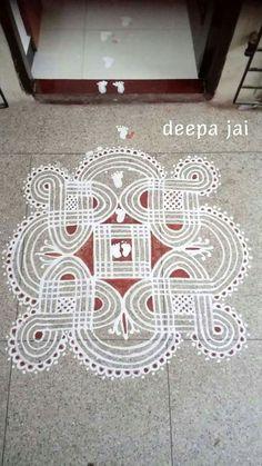 Rangoli Border Designs, Small Rangoli Design, Rangoli Designs With Dots, Beautiful Rangoli Designs, Rangoli Borders, Kolam Rangoli, Flower Henna, Flower Rangoli, Alpona Design