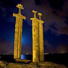 "Imgur These stone swords at the ""Sverd i fjell Giant Sword Monument"" in Norway stand more than 30 feet tall."