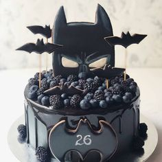 If you could be any superhero who would you be regrann from 🖤 chocolate batman superhero cake layercake… Pretty Cakes, Cute Cakes, Beautiful Cakes, Amazing Cakes, Bolo Tumblr, Cupcakes Decorados, Batman Cakes, Superhero Cake, Drip Cakes