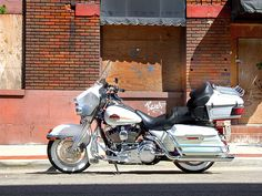 Off Beale Street in Memphis Great BBQ, Blues and Babes! Harley Bagger, Harley Davidson Trike, Harley Davidson Road Glide, Harley Bikes, Harley Motorcycles, Harley Ultra Classic, Harley Davidson Ultra Classic, Motorcycle Shop, Motorcycle Style