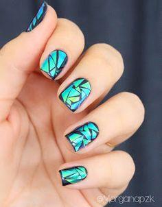 By Morgana PZK: Broken Glass Nails - As Unhas de Vidro Quebrado. Venha ver como eu fiz: http://www.bymorganapzk.com.br/2015/11/broken-glass-nails-as-unhas-de-vidro.html.