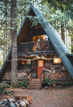 113 Small Log Cabin Homes Ideas Small Log Cabin, Tiny House Cabin, Log Cabin Homes, Tiny Log Cabins, Wood Cabins, A Frame Cabin, A Frame House, Cabins In The Woods, House In The Woods
