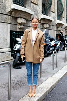 boyfriend jeans, camel pumps, Celine box bag