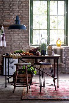 Barkrakk i industriell design. Stamme i metall med patinert finish. Kitchen Collection, Industrial House, Exposed Brick, Interior Exterior, Interior Design Inspiration, Decoration, Kitchen Dining, Outdoor Furniture Sets, Furniture Ideas