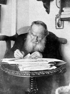 Leo Tolstoy (1828 – 1910) is working in his Yasnaya Polyana estate. 1909.  #Leo_Tolstoy