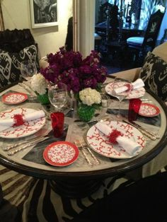 Martyn Lawrence Bullard tablescape! Very nice. Love mix of all the patterns, neutral with red.