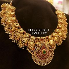 34 Traditional Choker Necklace Designs & Where To Shop Them Jewelry Design Earrings, Gold Earrings Designs, Gold Jewellery Design, Necklace Designs, Gold Jewelry, Gold Necklace, Gold Choker, Fabric Jewelry, Antique Jewellery