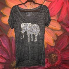 Super cute tee Cute T-shirt w elephant graphic. Tops Tees - Short Sleeve
