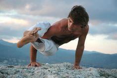 ***5 Posturas de Yoga para Hombres*** Existen asanas de Yoga para aquellos hombres que quieren mejorar su salud en general. Aquí te contamos 5 posturas ideales para ellos......SIGUE LEYENDO EN..... http://comohacerpara.com/5-posturas-de-yoga-para-hombres_12459a.html