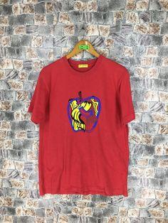 Andy Warhol, Roy L, Claes O. Vintage Roy Lichtenstein T Shirt Medium Apple Fruit Food Art Tee Artwork Streetwear Red T Shirt Size M Jean Michel Basquiat, Roy Lichtenstein Pop Art, Apple Fruit, Food Art, Street Wear, Menswear, T Shirts For Women, Artwork, Fruit Food