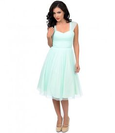 Unique Vintage Mint Green Garden State Mesh Cocktail Dress I think this is definitely too green but the right style! Vintage Formal Dresses, Formal Dresses For Teens, Cheap Prom Dresses, Unique Dresses, Beautiful Dresses, Bridesmaid Dresses, Green Bridesmaids, Dress Vintage, Wedding Dresses