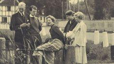 Prinsesse Margrethe til ungdomsfest Prinsesse Margrethe er taget til ungdomsgilde på Tranekær på Langeland, og her er hun feteret æresgæst i sommeren 1956. Det er kun anden gang, prinsesse Margrethe deltager i en fest på Tranekær. Første gang var hun 13 år, og da sluttede festen tidligt.