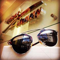 O ousado modelo da Dior So Real é o queridinho vigente das celebridades, ou qualquer aficcionado por óculos de sol.   #dior #soreal #oculosdesol #oticaswanny